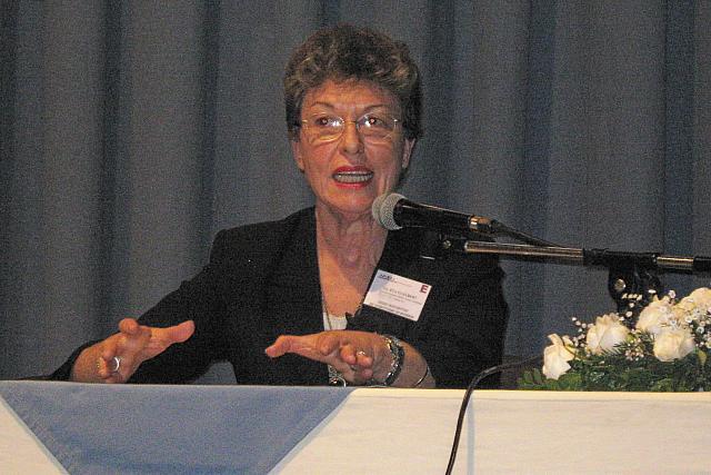 """2008-08-29 - XXXIII ENCUENTRO ADIMRA.  Disertación Eva de Rosenthal:  """"Al rescate del Patrimonio .Inmaterial. Resistencia."""