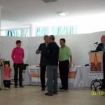 018 - Reconocimiento a Omar Darío Nasich. Recibe el presente un familiar. Entrega por parte de Armando Bandeo.