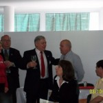 020 - Entrega de un presente al Intendente Jacinto R. Speranza por parte del Presidente de la Asociación.