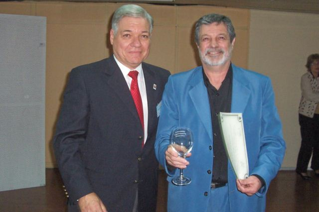 024 - Entrega de distinción a Julio César Rayón.