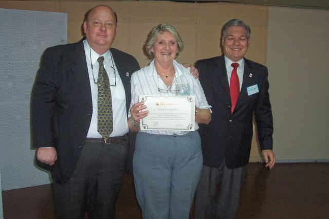 026 - Entrega de distinción a Gloria Ana E. Salusso.