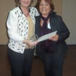 032 - Entrega de distinción a Eva Suárez.