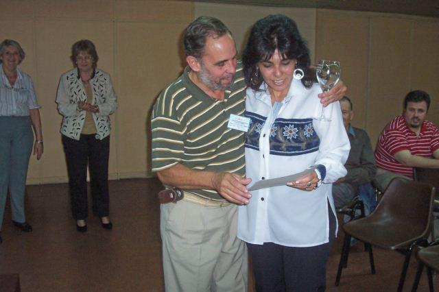 033 - Entrega de distinción a Silvia Dayú.