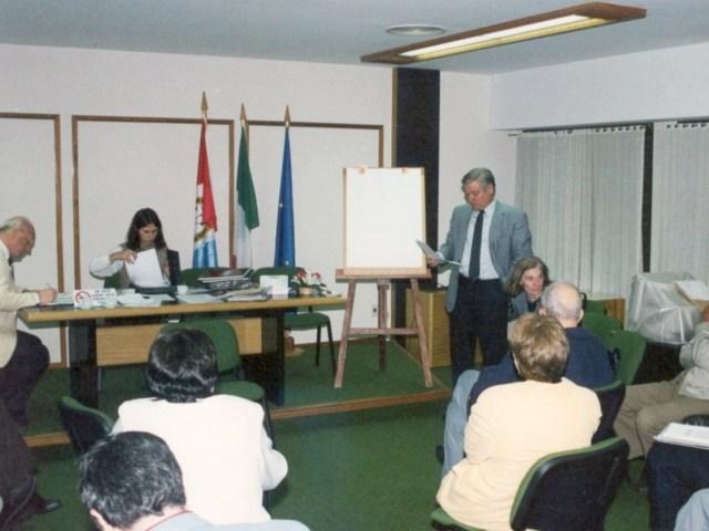 2001-04-27. CONSEJO DIRECTIVO. EL TREBOL. Esteban De Lorenzi, Olga Nazor, Roxana Giraudi y consejeros participantes.