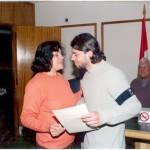 2003-05-10. ASAMBLEA. EL TREBOL. Entrega Stella de Lapenna a su hijo Guillermo Lapenna 2º Mención Concurso Logotipo de la Asociación.