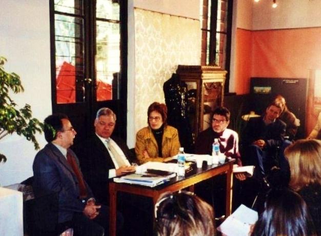 2004-07-31.-CONSEJO-DIRECTIVO.-ROSARIO.-Raúl-Bertone-Secretario-de-Cultura-Esteban-De-Lorenzi-Olga-Nazor-y-Jorge-Llonch-Director-Provincial-de-Gestiones-Culturales.