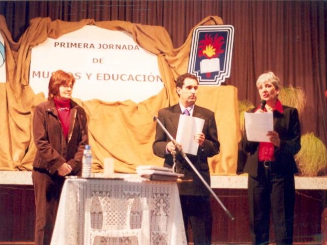 2004-09-18. JORNADAS MUSEOS Y EDUCACION. SAN JUSTO. Entrega de diplomas.