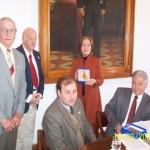 2006-09-16. CONSEJO DIRECTIVO. ESPERANZA. N. Ponisio, D. Astegiano, R. Müller, A. M. Cecchini, R. Müller y E. De Lorenzi. Entrega distintivo.