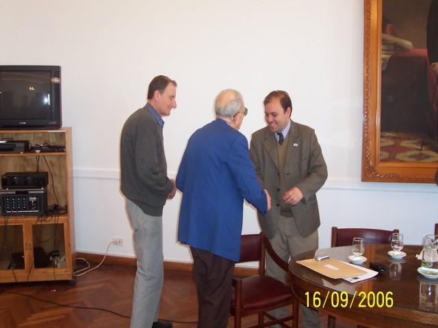2006-09-16. CONSEJO DIRECTIVO. ESPERANZA. Tadeo Buratovich, Aurelio Genovese y Rodrigo Müller. Entrega distintivo