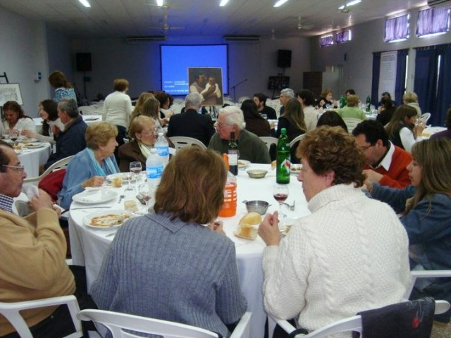 32 - Cena de camadería