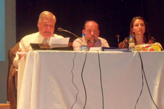 13- Panel respondiendo a las preguntas sobre la Ley de Museos y la rendición de cuentas. Presidente De Lorenzi, Director Pcial. Magnin y Alvarez