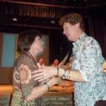 27 - Entrega de un Presente. Biondi y Rosenthal